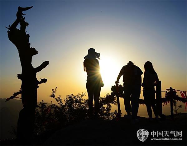 華山夕陽影韻